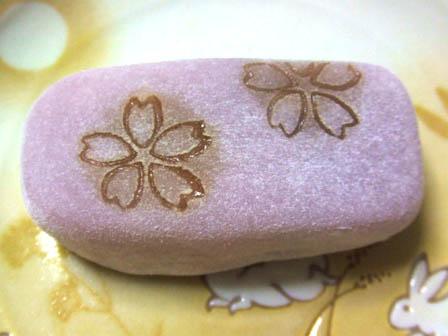 末富の上生菓子。桜モチーフ