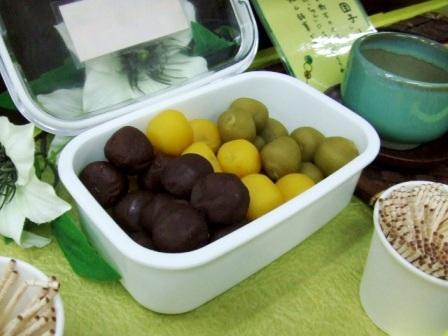 愛媛銘菓、坊ちゃん団子。高速パーキングエリアにて試食。