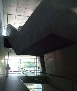 坂の上の雲内部。安藤忠雄建築