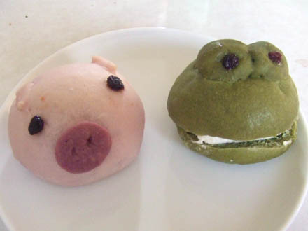 愛媛のカフェsolaの、ぶた、カエルクリームパン