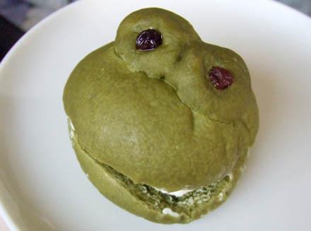 カフェsolaのカエル塩バターパン