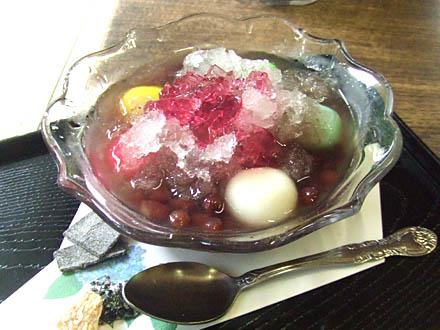 京都宇治の三室戸寺にて紫陽花白玉ぜんざい