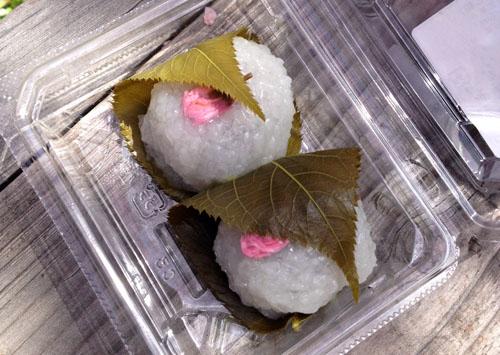 京都原谷苑で桜餅