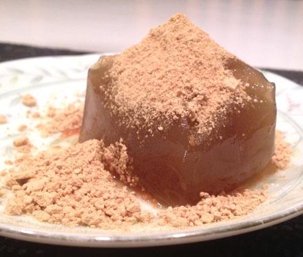 京都伏見の名水、白菊水のわらび餅
